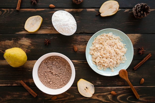 Lay plat d'ingrédients de gâteau Photo gratuit