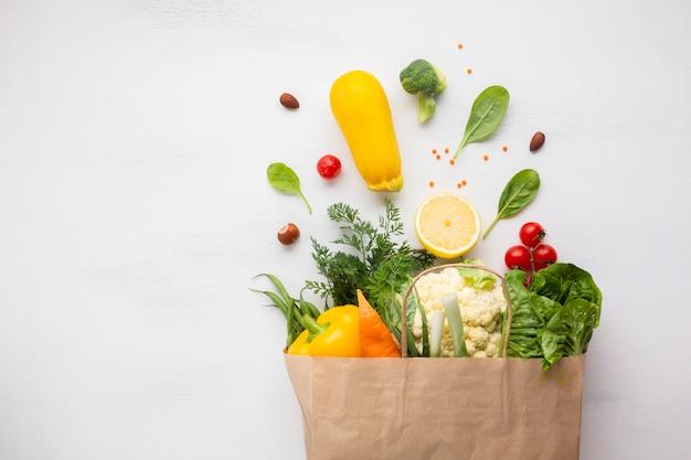 Lay plat de sac d'épicerie Photo gratuit