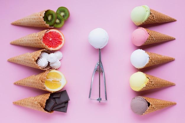 Lay plat de saveurs de crème glacée Photo gratuit