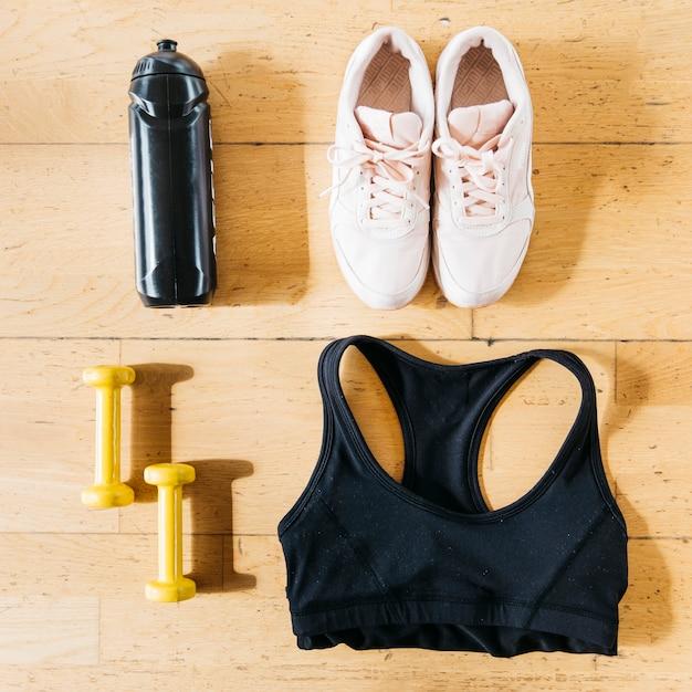 Lay Plat De Vêtements De Fitness Femme Photo gratuit