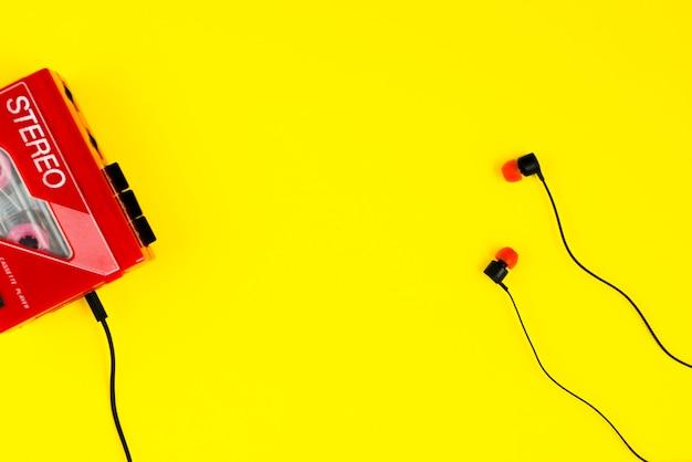 Lecteur cassette et écouteurs Photo gratuit