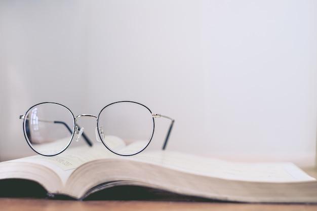 Lecture, mince, lunettes, livre Photo Premium