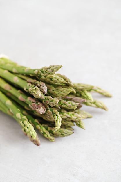 Des Légumes. Asperges Vertes Sur La Table Photo gratuit
