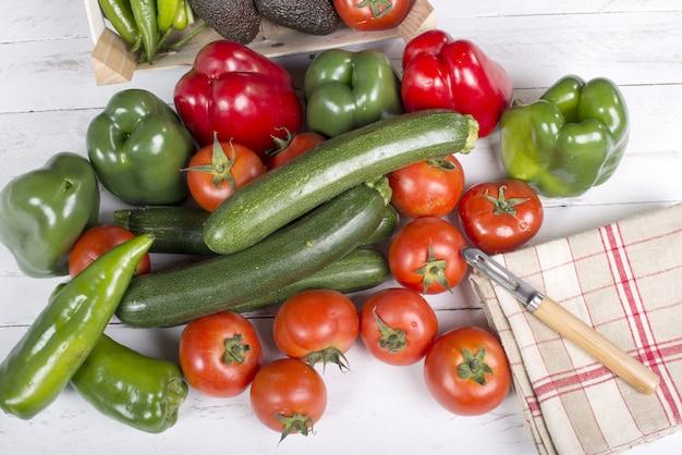 Légumes sur bois Photo Premium