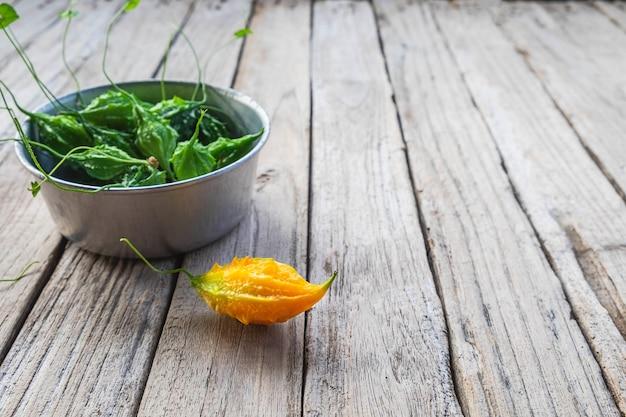 Légumes à la courge amère. nourriture saine Photo Premium