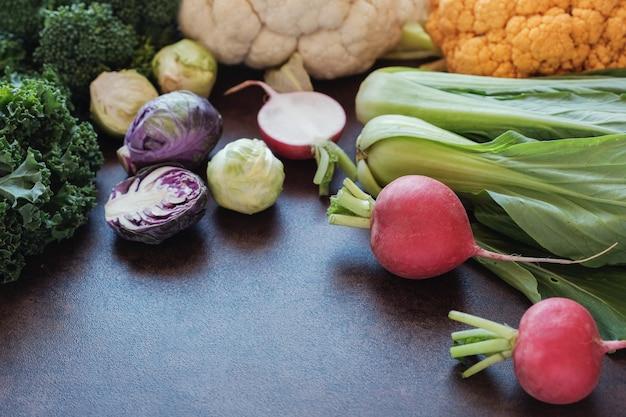 Légumes crucifères, réduction de la dominance en œstrogènes, diète cétogène et paléo Photo Premium