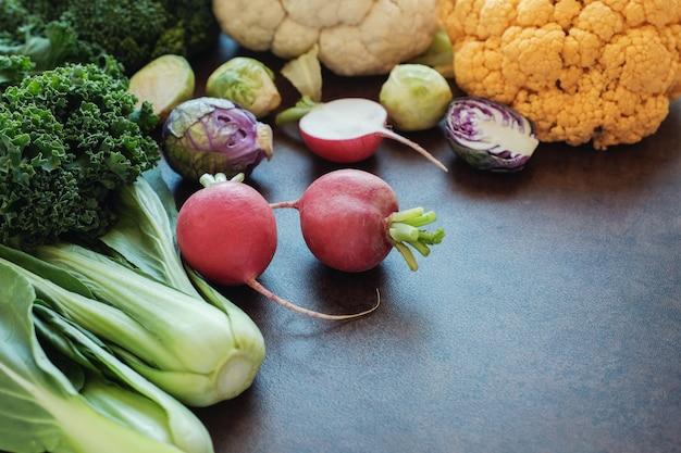 Légumes crucifères, régime végétalien, paléo et cétogène Photo Premium
