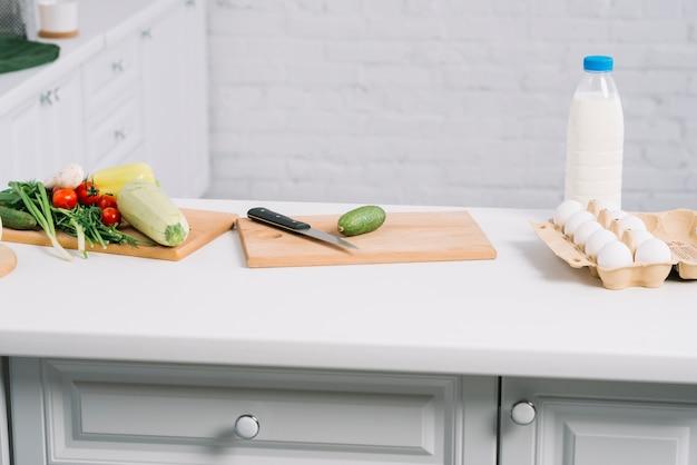 Légumes en cuisine Photo gratuit