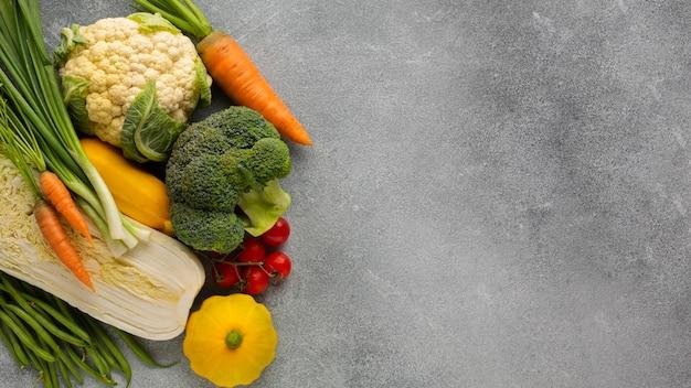 Légumes sur fond gris ardoise Photo gratuit