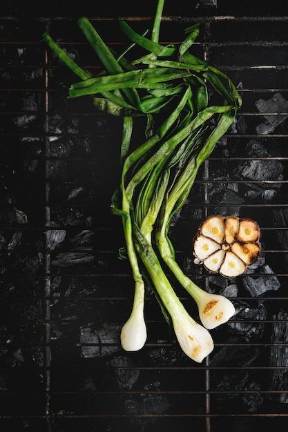 Légumes grillés sur charbon Photo Premium