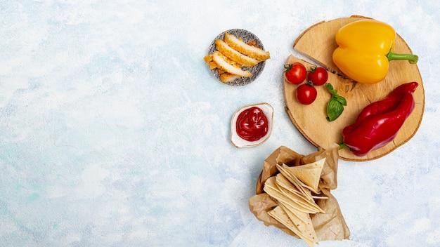 Légumes sur pied avec viande et pita Photo gratuit