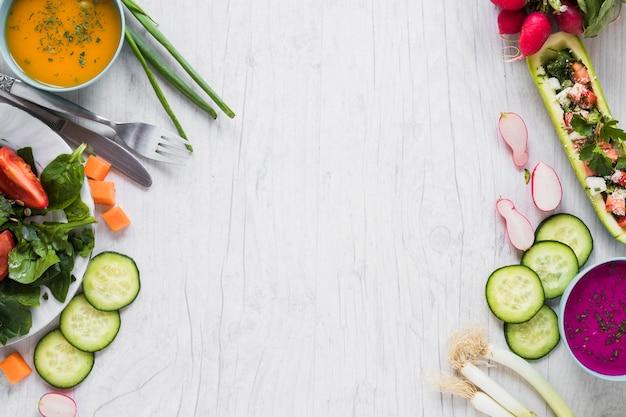 Légumes et soupes sur blanc Photo gratuit