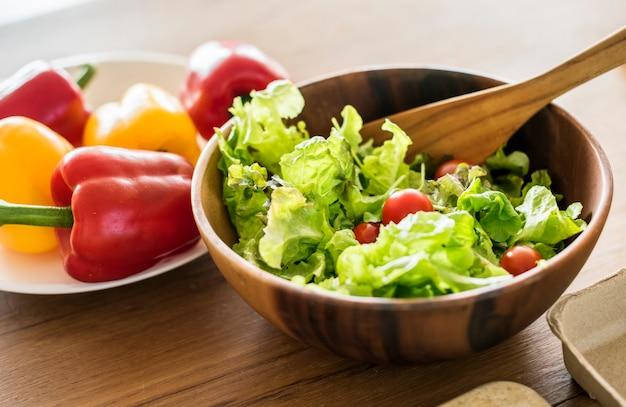 Légumes sur la table de la cuisine Photo gratuit