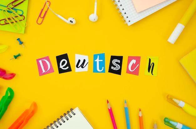 Lettrage hollandais sur fond jaune Photo gratuit