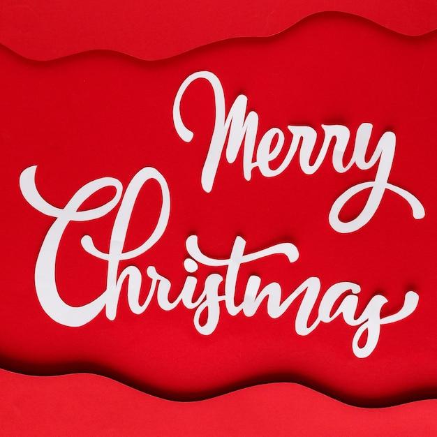 Lettrage De Joyeux Noël Blanc Sur Papier Rouge Avec Des Couches Photo gratuit