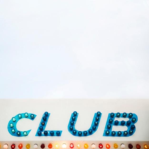 Lettre d'affichage led en pointillé de club sur fond blanc Photo gratuit