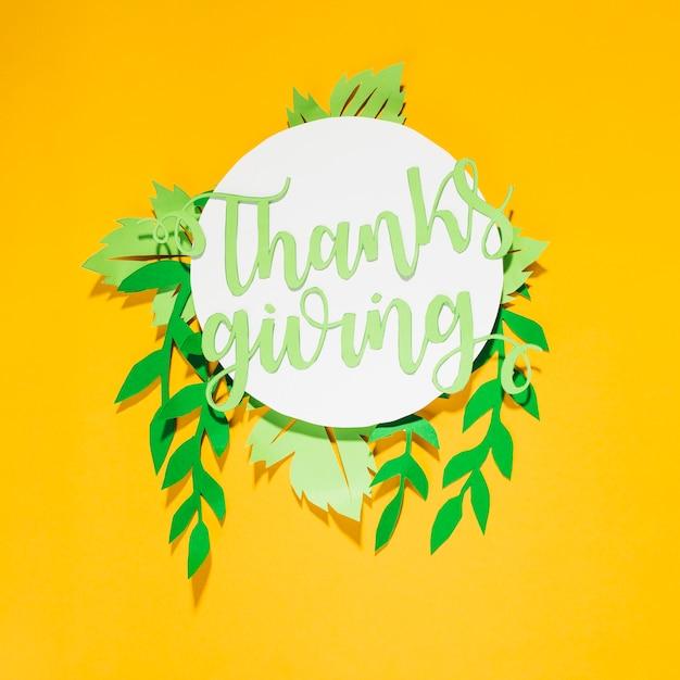 Lettre de remerciement en papier sur un cercle blanc Photo gratuit