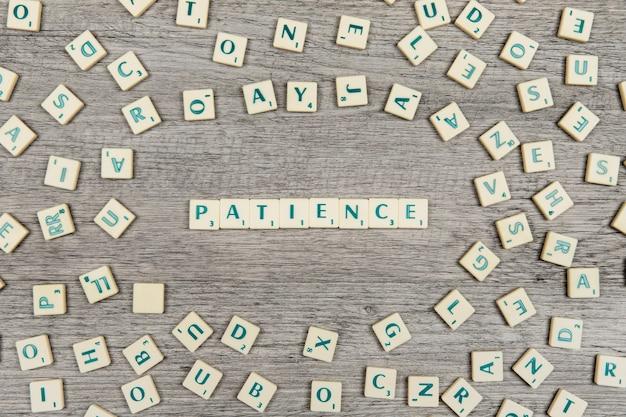 Lettres formant le mot patience Photo gratuit