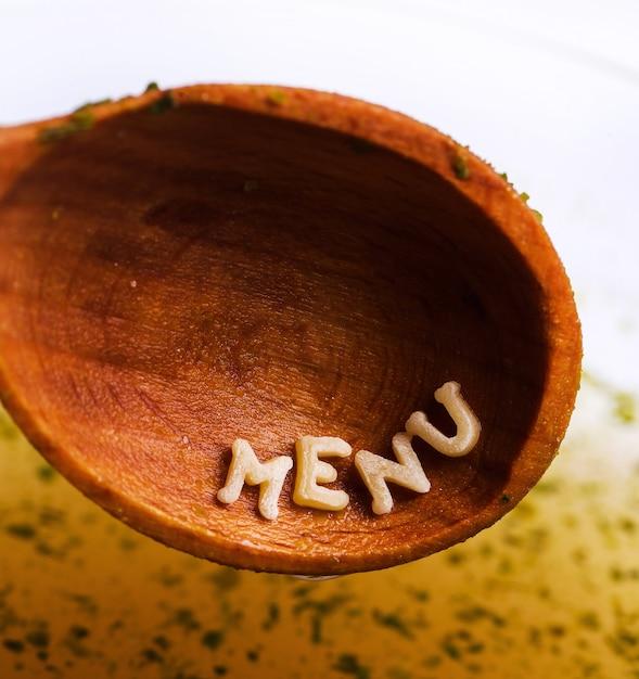 Lettres De Pâtes Avec Mot De Menu Sur Une Cuillère En Bois Photo gratuit