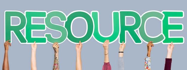 Lettres vertes formant le mot ressource Photo gratuit