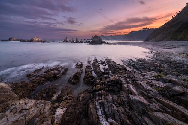 Lever du soleil sur la côte asturienne Photo Premium