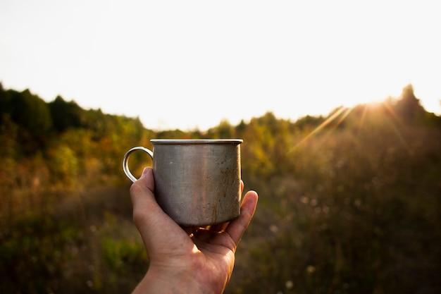 Lever du soleil avec une tasse de café Photo gratuit
