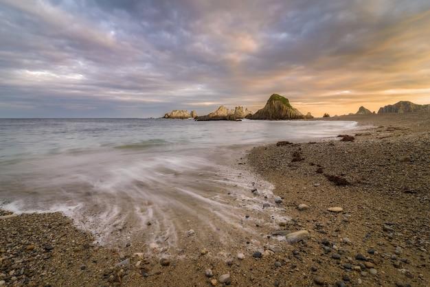 Lever de soleil sur la plage Photo Premium
