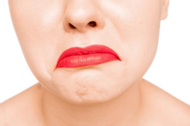 Lèvre Rouge Terne Sexy. Gros Plan De Belles Lèvres. Maquillage. Beauté Modèle Visage De Femme Gros Plan Photo gratuit