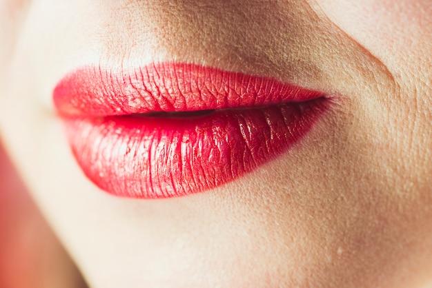 Lèvres D'une Jolie Femme Adulte Photo gratuit