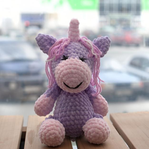 Licorne Amigurumi Au Crochet. Jouet Fait Main Tricoté. Photo Premium