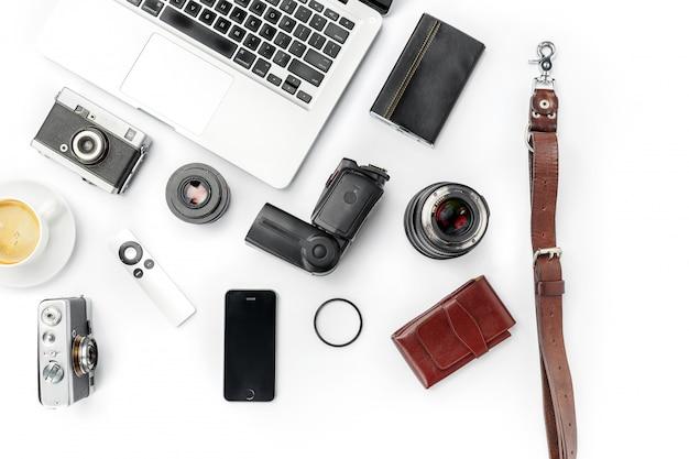 Lieu De Travail D'entreprise. Accessoires Masculins Modernes Et Ordinateur Portable Sur Blanc Photo gratuit