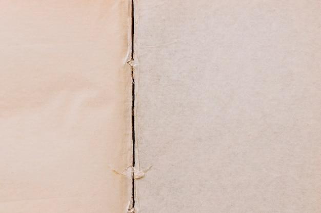 Ligne déchirée sur un vieux fond de surface texturée à deux papiers Photo gratuit