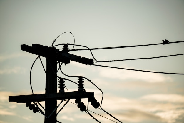 Ligne électrique isolant électrique haute tension Photo Premium