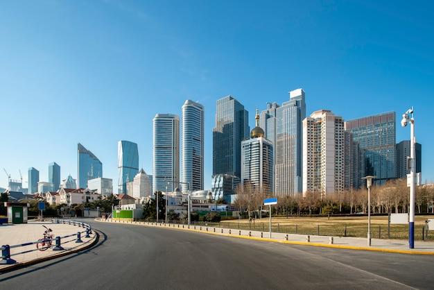 La ligne d'horizon du paysage architectural de la ville balnéaire de qingdao Photo Premium