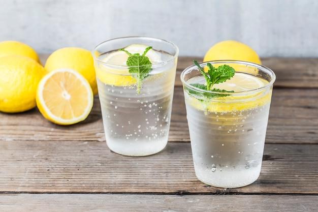 Limonade Maison Avec Citron Frais Et De Menthe Photo gratuit
