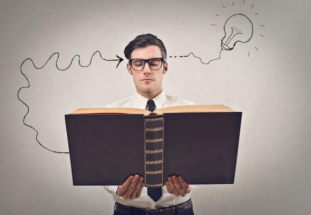 Lire et avoir une idée Photo Premium