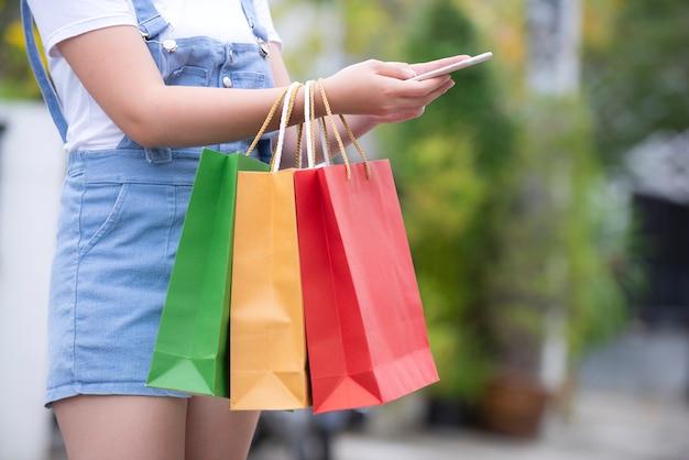 Liste de contrôle des produits et liste des achats effectués en ligne par les propriétaires Photo Premium