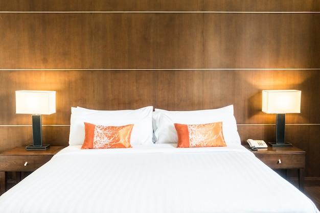 Lit double vue du lit de pied Photo gratuit