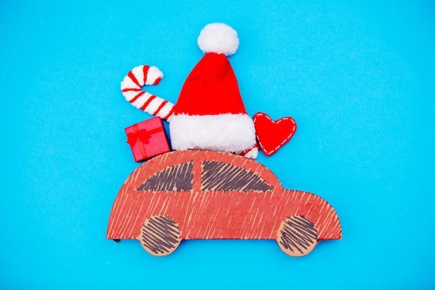 Livraison De Voiture Rouge Faite Main Avec Des Cadeaux De Noël Photo Premium