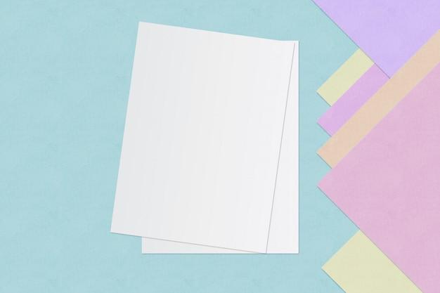 Livre Blanc Et Espace Pour Le Texte Sur Fond De Couleur Pastel, Concept Minimal Photo Premium