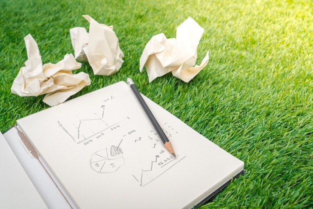 Livre ouvert avec le concept d'affaires et graphique Photo gratuit