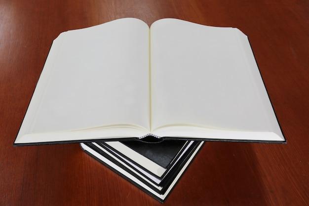 Livre ouvert Photo Premium