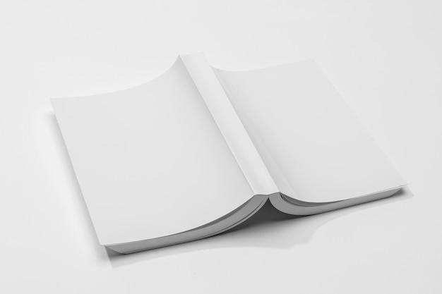 Livre Avec Pages Vers Le Bas En Haut Photo gratuit