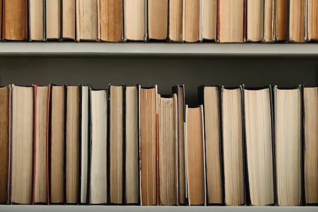 Livres Dans La Bibliothèque Photo gratuit