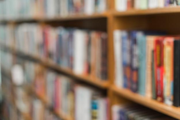 Livres Flous Sur Les étagères De La Bibliothèque Photo gratuit