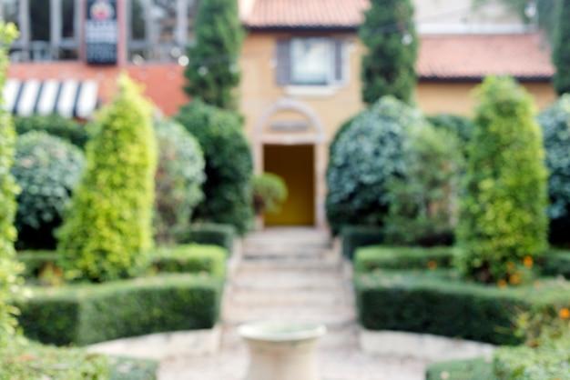 Logement et jardin de banlieue Photo gratuit