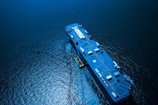 Logistique commerciale d'expédition des conteneurs de fret transportent la mer import et export international Photo Premium