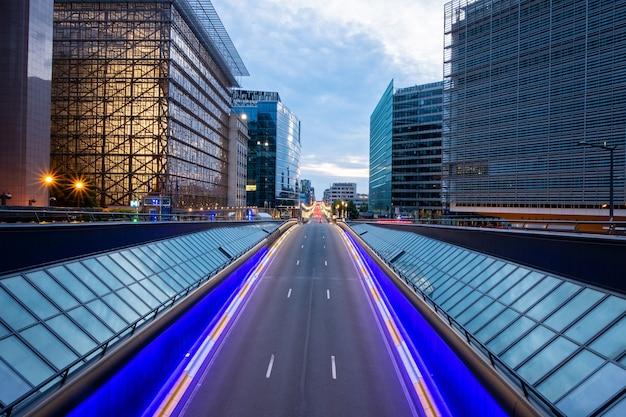 Longue exposition d'un pont à bruxelles Photo Premium