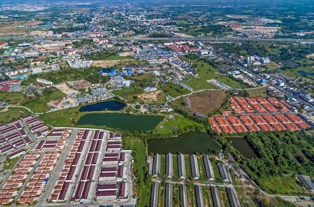Lotissement industriel et zone résidentielle Photo Premium