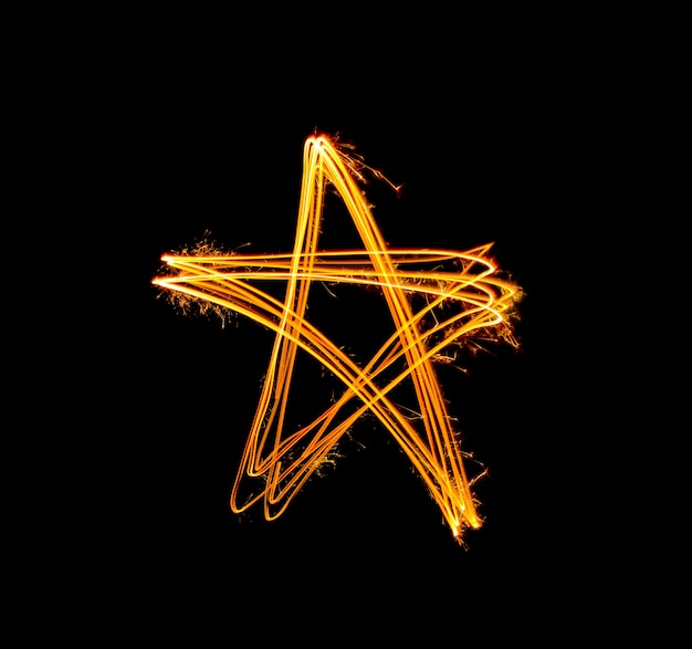 Lumière de forme d'étoile d'or sparkler peint pendant la nuit Photo Premium